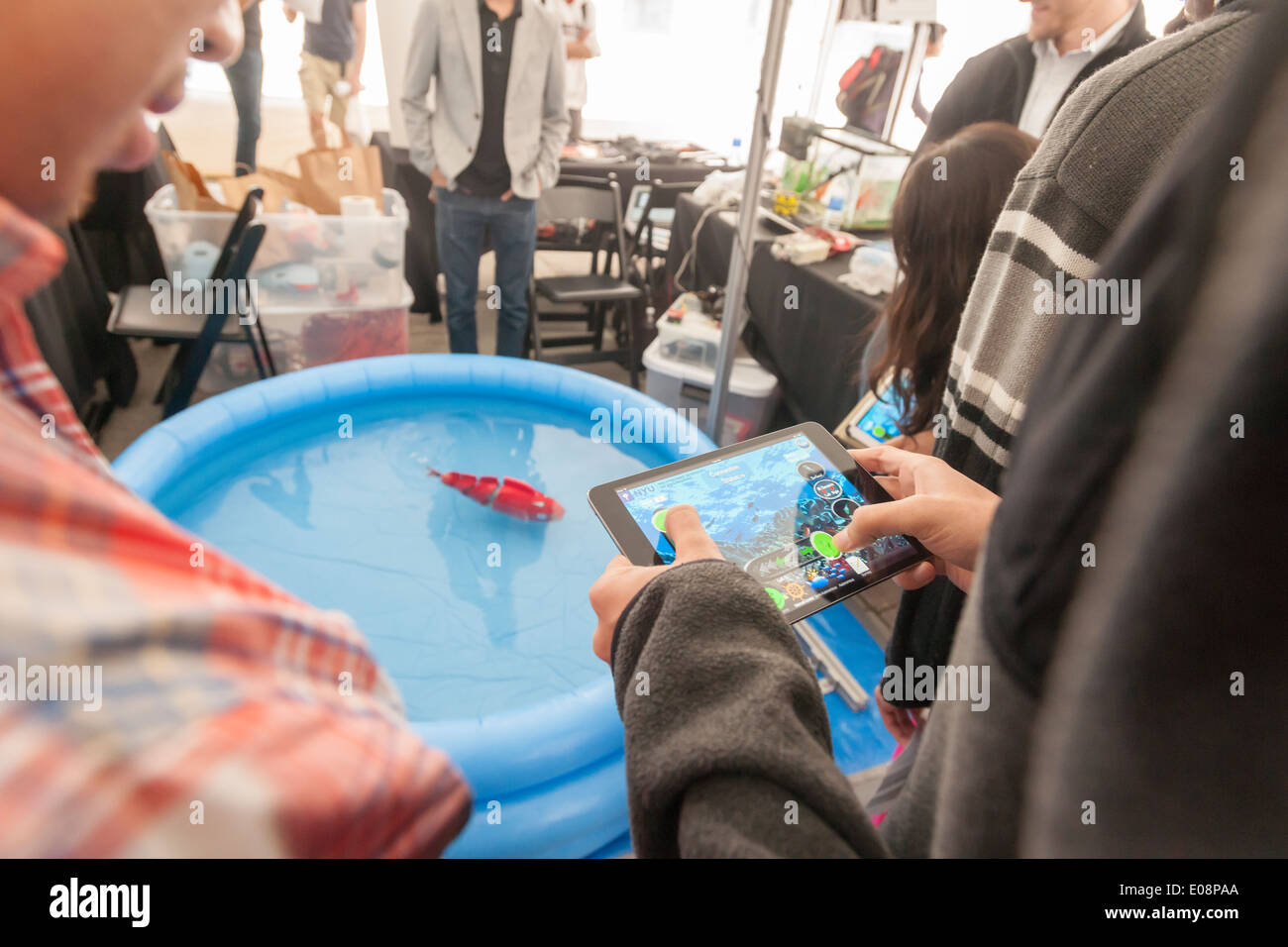 Visitors to the NYU-Polytechnic School of Engineering,s second annual Research Expo in Brooklyn's 'Tech Triangle' in New York - Stock Image