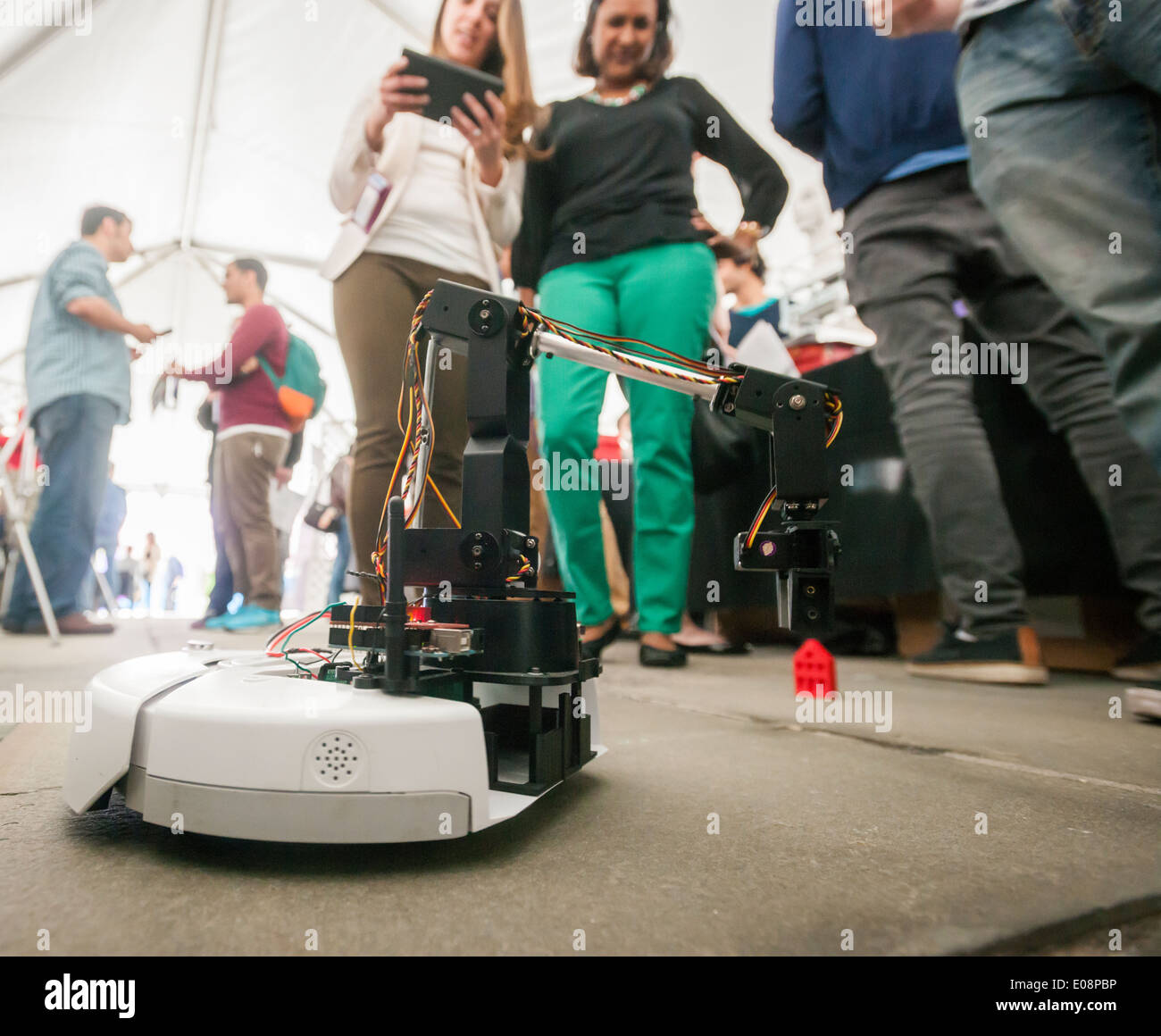 Visitors to the NYU-Polytechnic School of Engineering,s second annual Research Expo in Brooklyn's 'Tech Triangle' - Stock Image