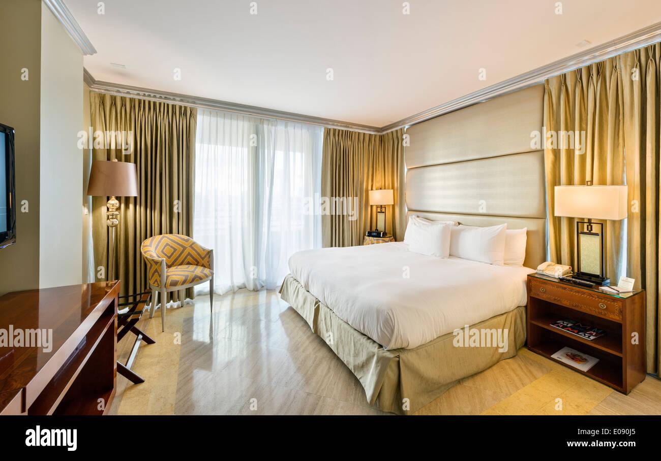 Room in the Hilton Bentley Miami/South Beach, Ocean Drive, South Beach, Miami Beach, Florida, USA - Stock Image