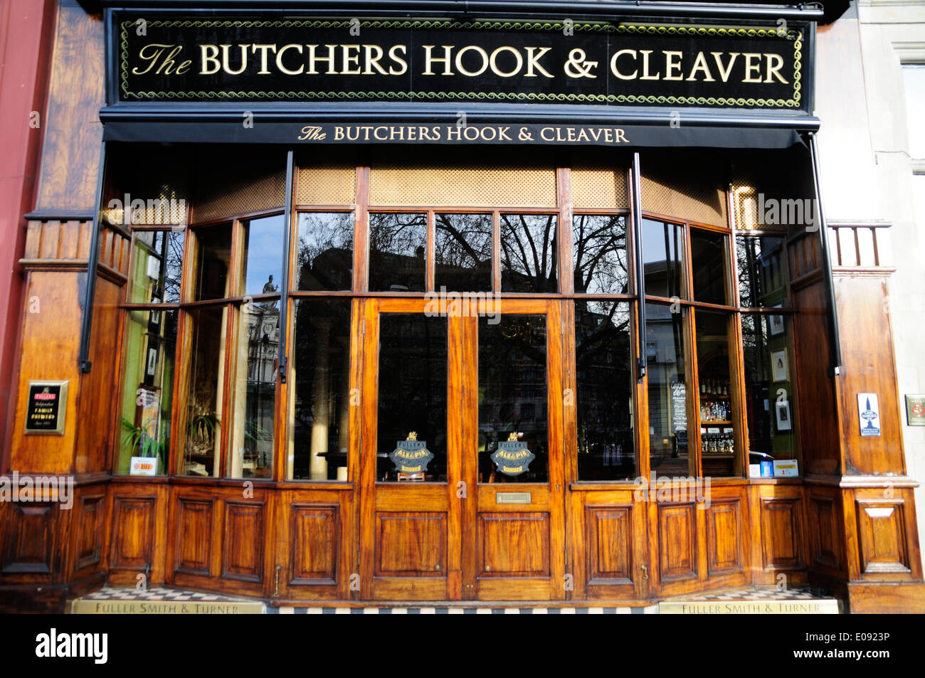 The Butchers Hook & Cleaver pub, Smithfield, London, England - Stock Image