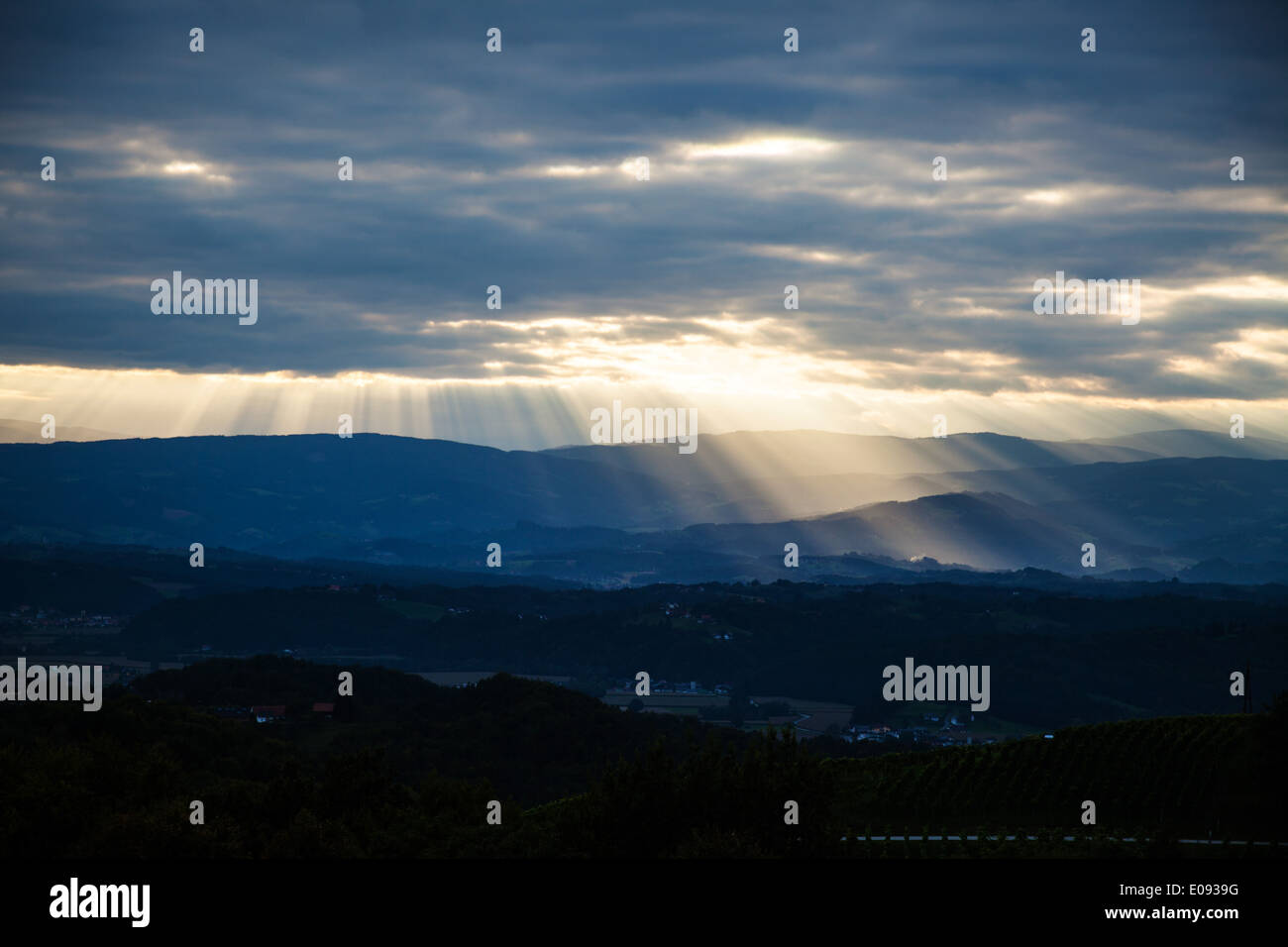 Sunrays break through the cloud cover about a mountain landscape, Sonnenstrahlen durchbrechen die Wolkendecke ueber Stock Photo