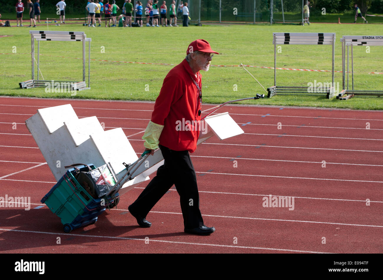 Athletics, the starter towing his rostrum and equipment - Stock Image