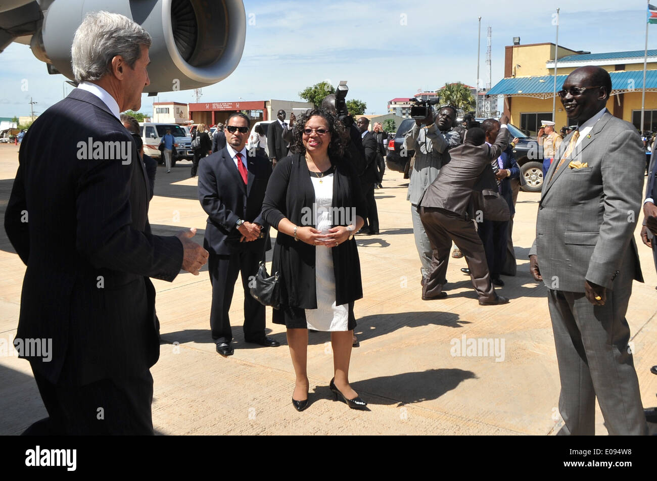 Ambassador Page, South Sudanese Foreign Minister Benjamin Greet Secretary Kerry Upon Arrival in Juba - Stock Image
