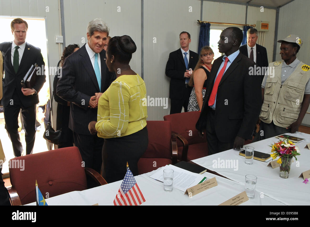 Secretary Kerry Greets With Members of South Sudanese Civil Society - Stock Image