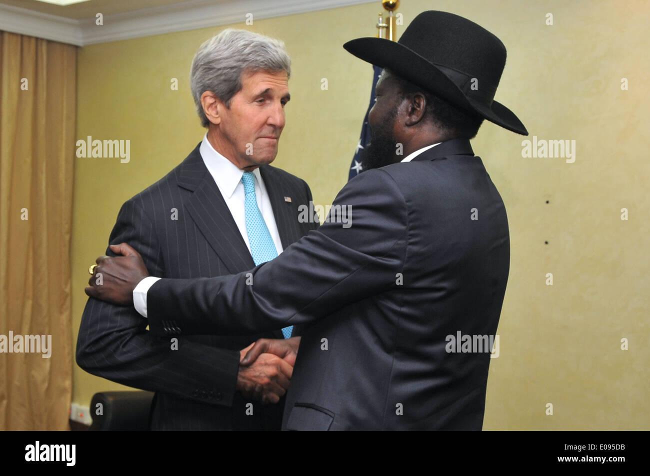 South Sudanese President Kiir Greets Secretary Kerry Before Meeting in Juba - Stock Image