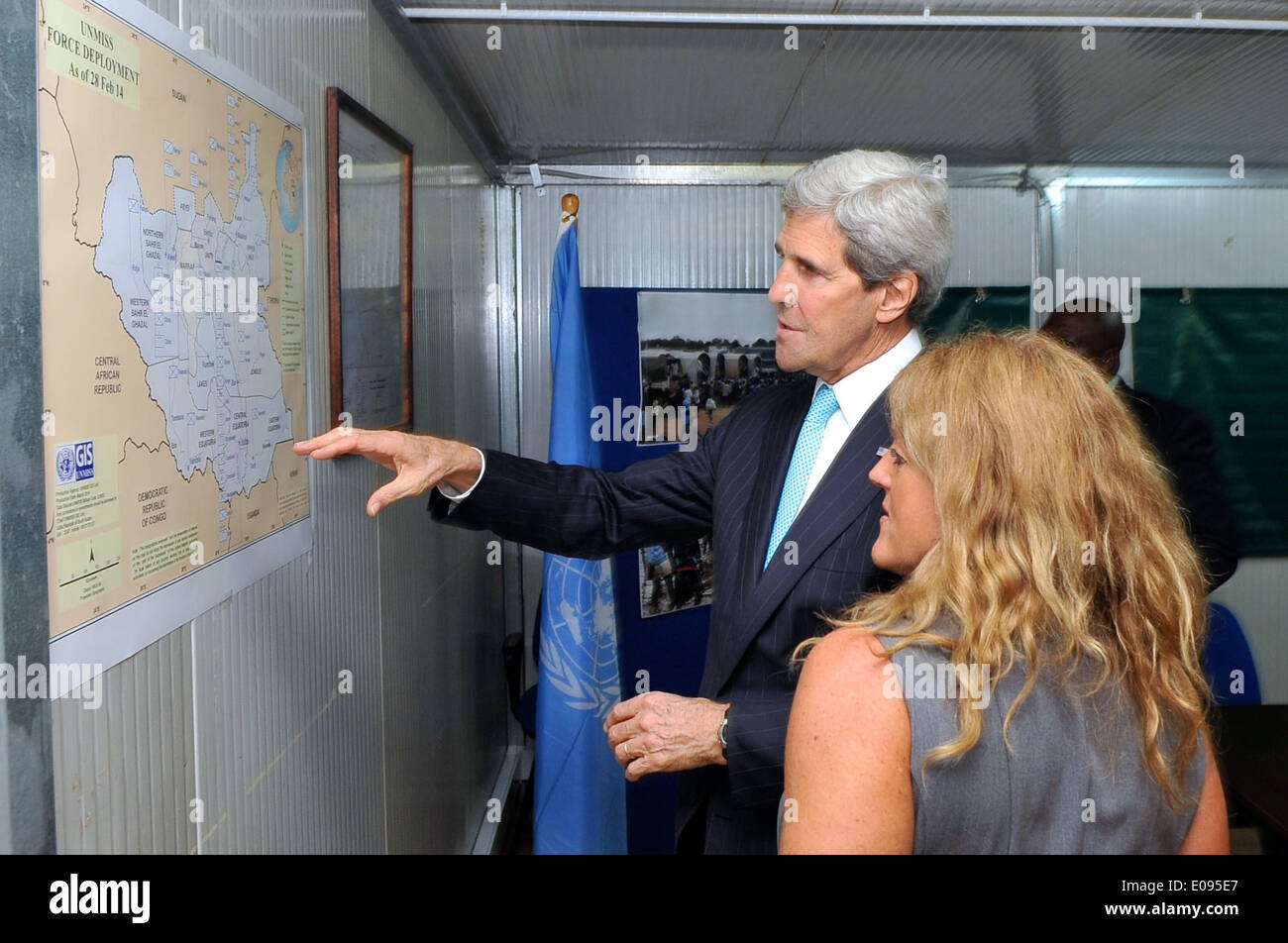 Secretary Kerry, UNMISS Special Representative Johnson Look at Force Deployment Map in South Sudan - Stock Image