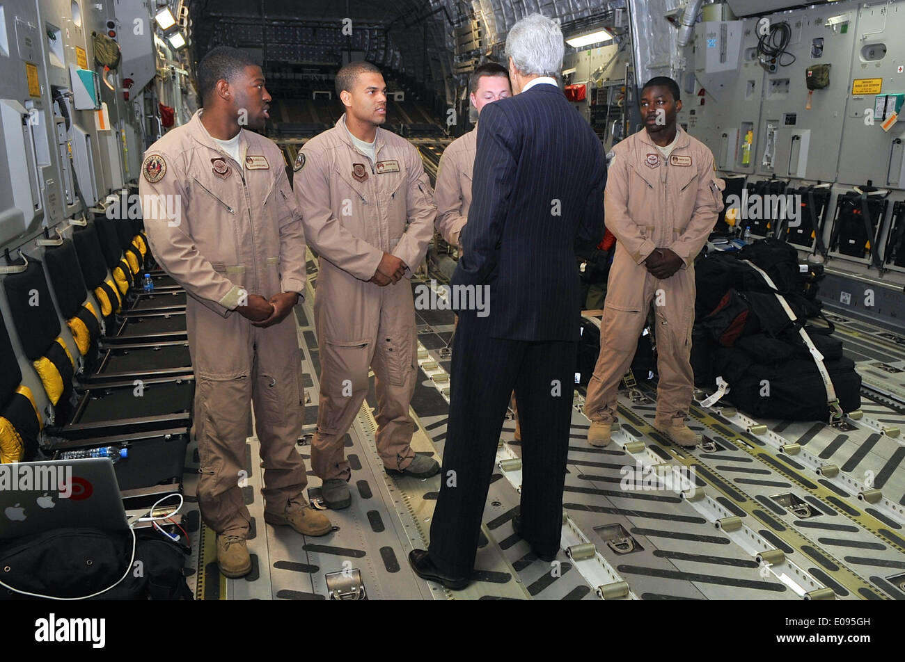 Secretary Kerry Chats With Crew Aboard C-17 Flying Him to South Sudan - Stock Image