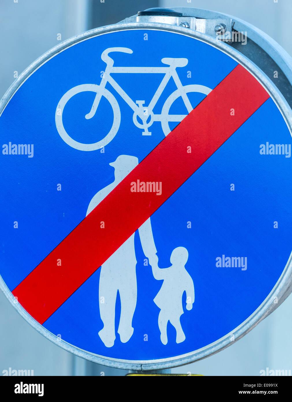 Sign fue cycle track and sidewalk. With each other in the traffic, Schild fue Radweg und Gehweg. Miteinander im Strassenverkehr - Stock Image