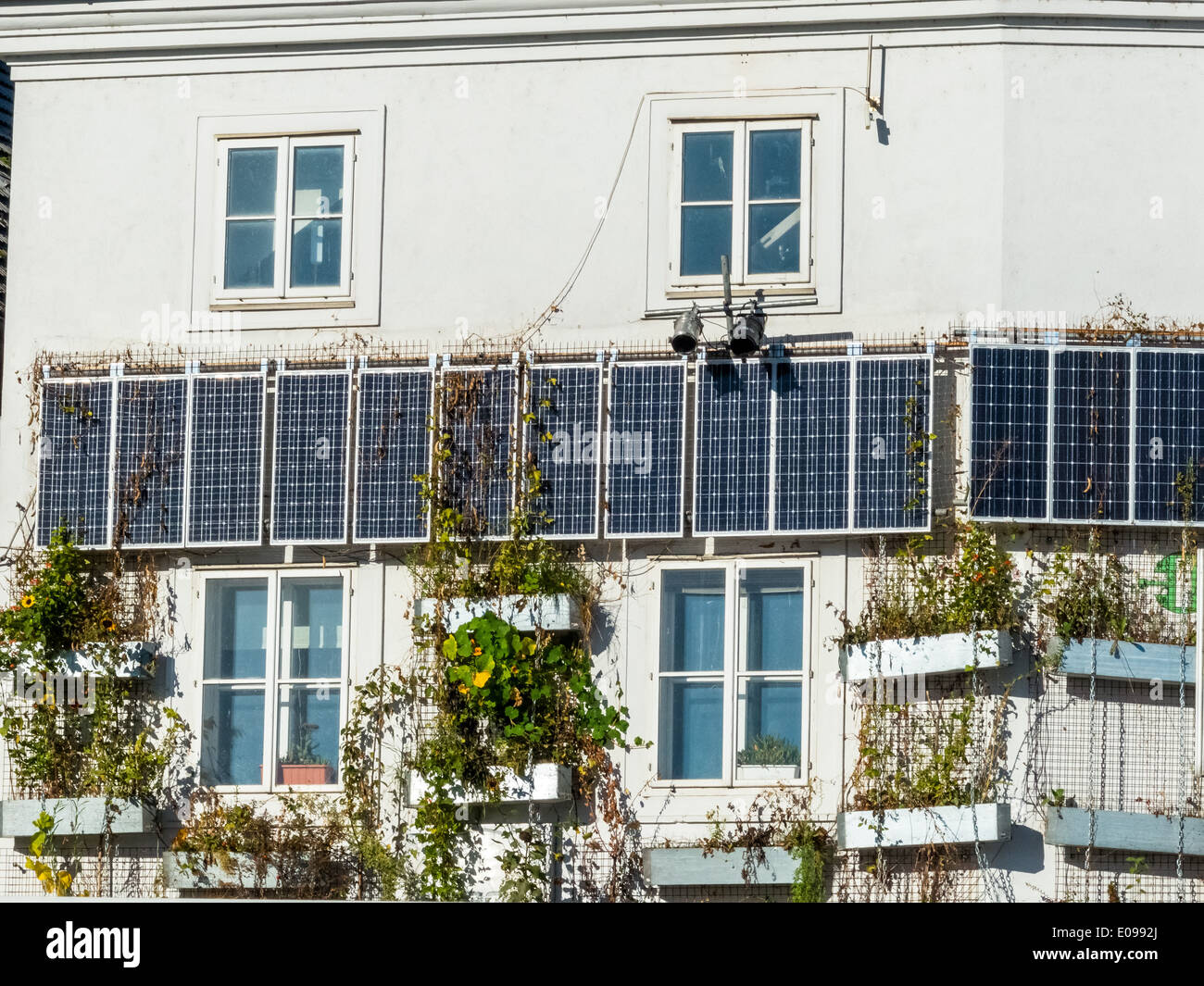 Solar cells to the use of solar energy on a dwelling house. Alternative energy fue town houses., Solarzellen zur Nutzung von Son - Stock Image