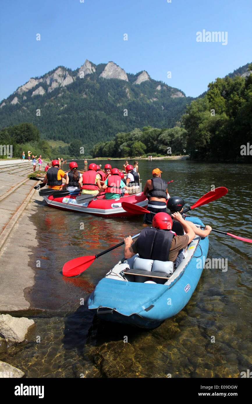 Dunajec River in Pieniny Mountains with Three Crowns Mount background, Poland - Stock Image