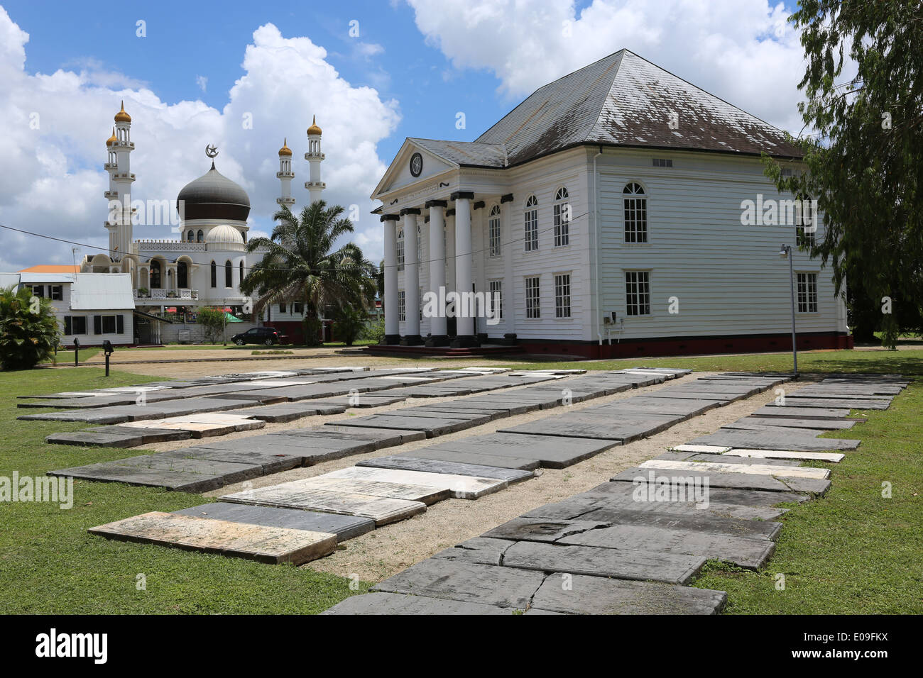 Islamic mosque (left) and jewish synagogue standing side by side in Paramaribo, capital of Suriname, Latin America Stock Photo
