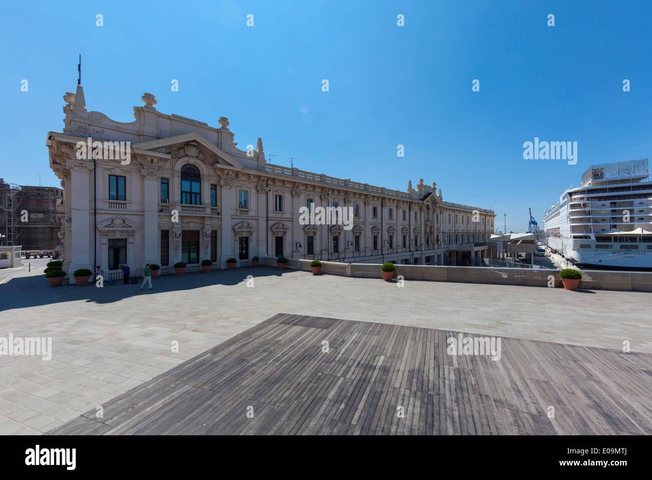 Italy, Liguria, Genoa, Stazione Marittima, Via Marinai D'Italia - Stock Image