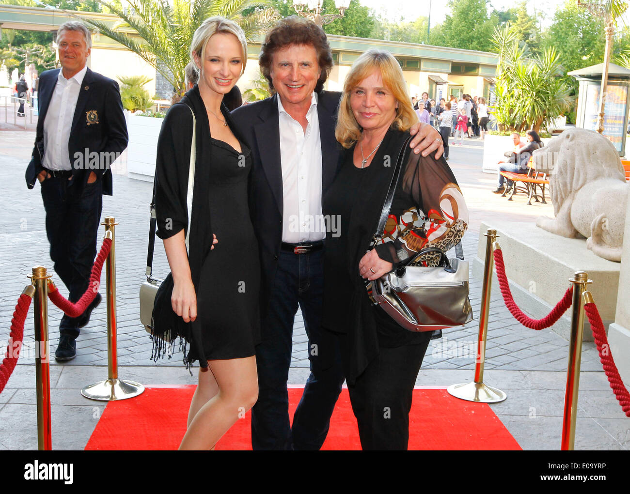 Herbolzheim, Germany - May 5, 2014: Eagles Charity Golf Cup and Gala at Golfclub Breisgau and Europa Park, Rust with Singer Olaf Malolepski and wife Sonja and Daughter Pia Credit:  dpa picture alliance/Alamy Live News - Stock Image