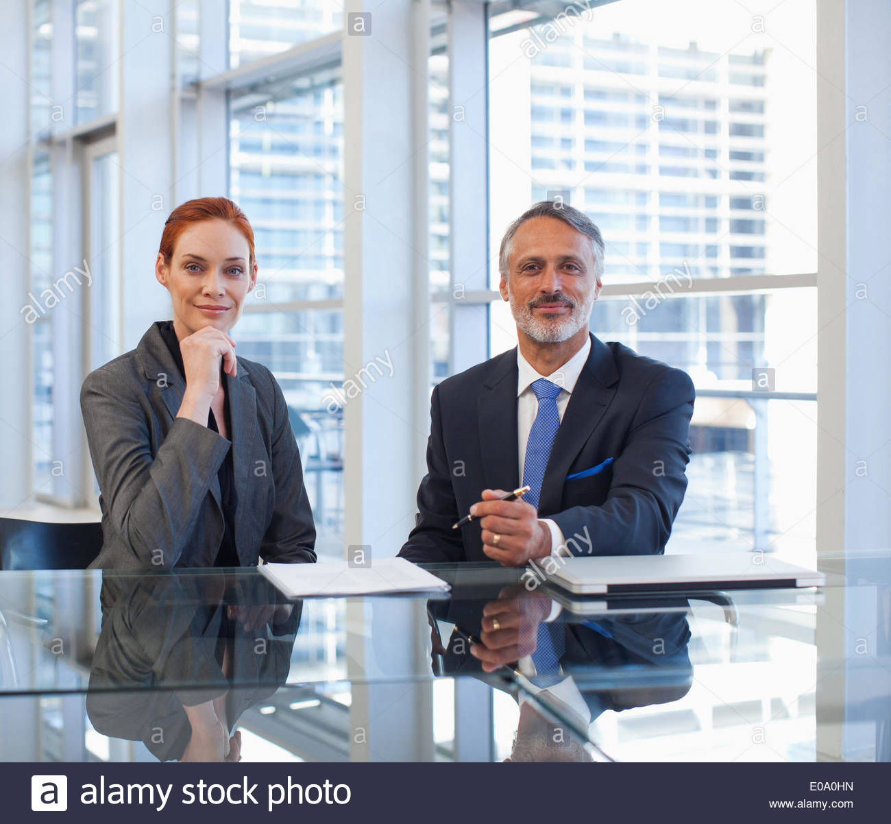 Business people sitting at table - Stock Image