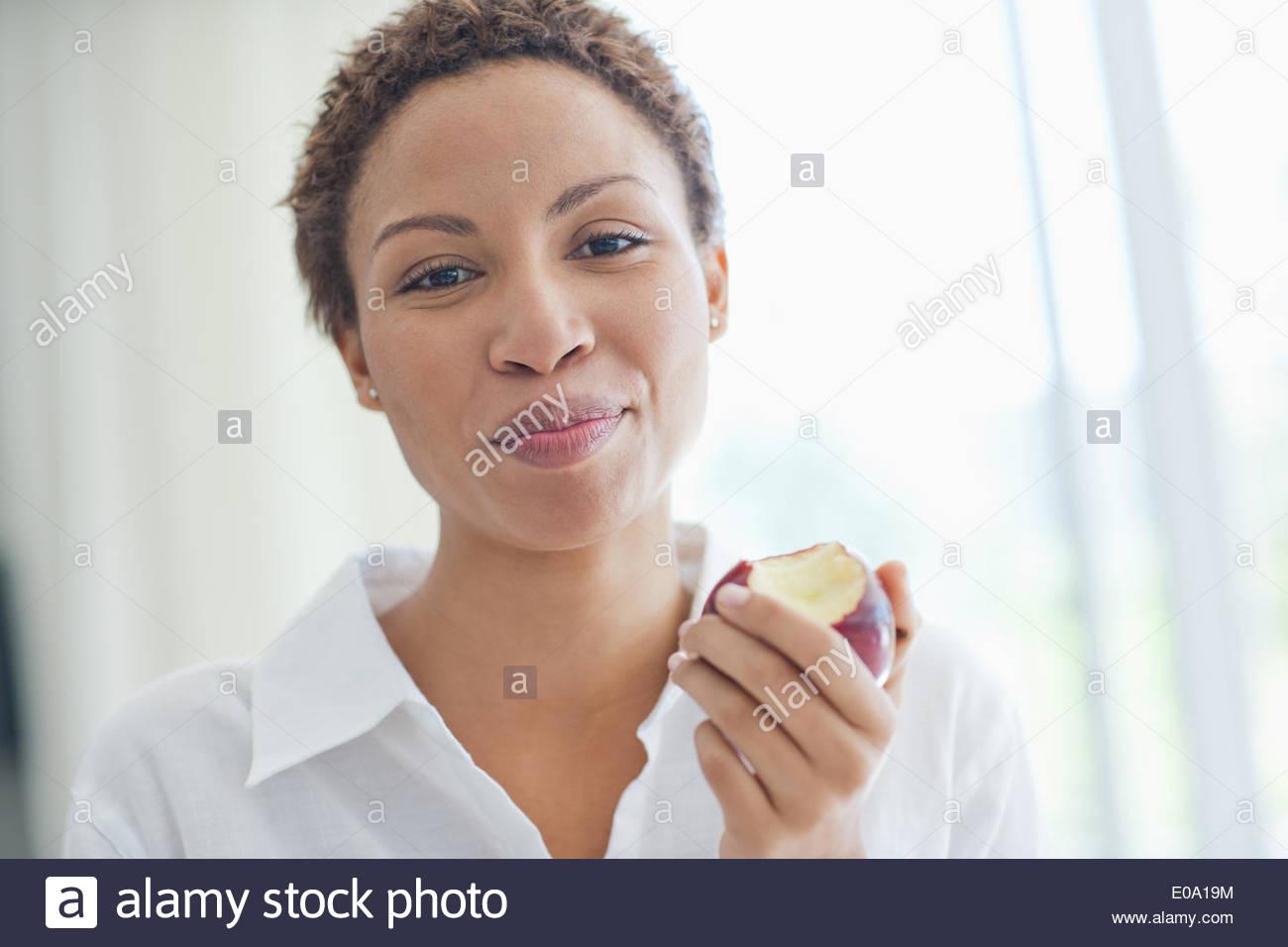 Woman eating apple - Stock Image