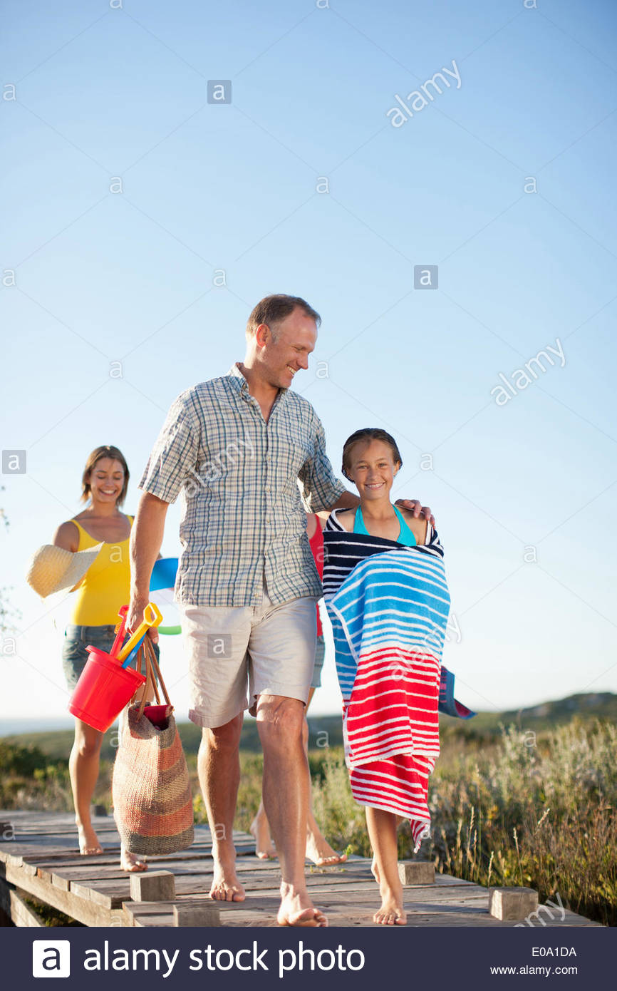 Family preparing to go to beach - Stock Image