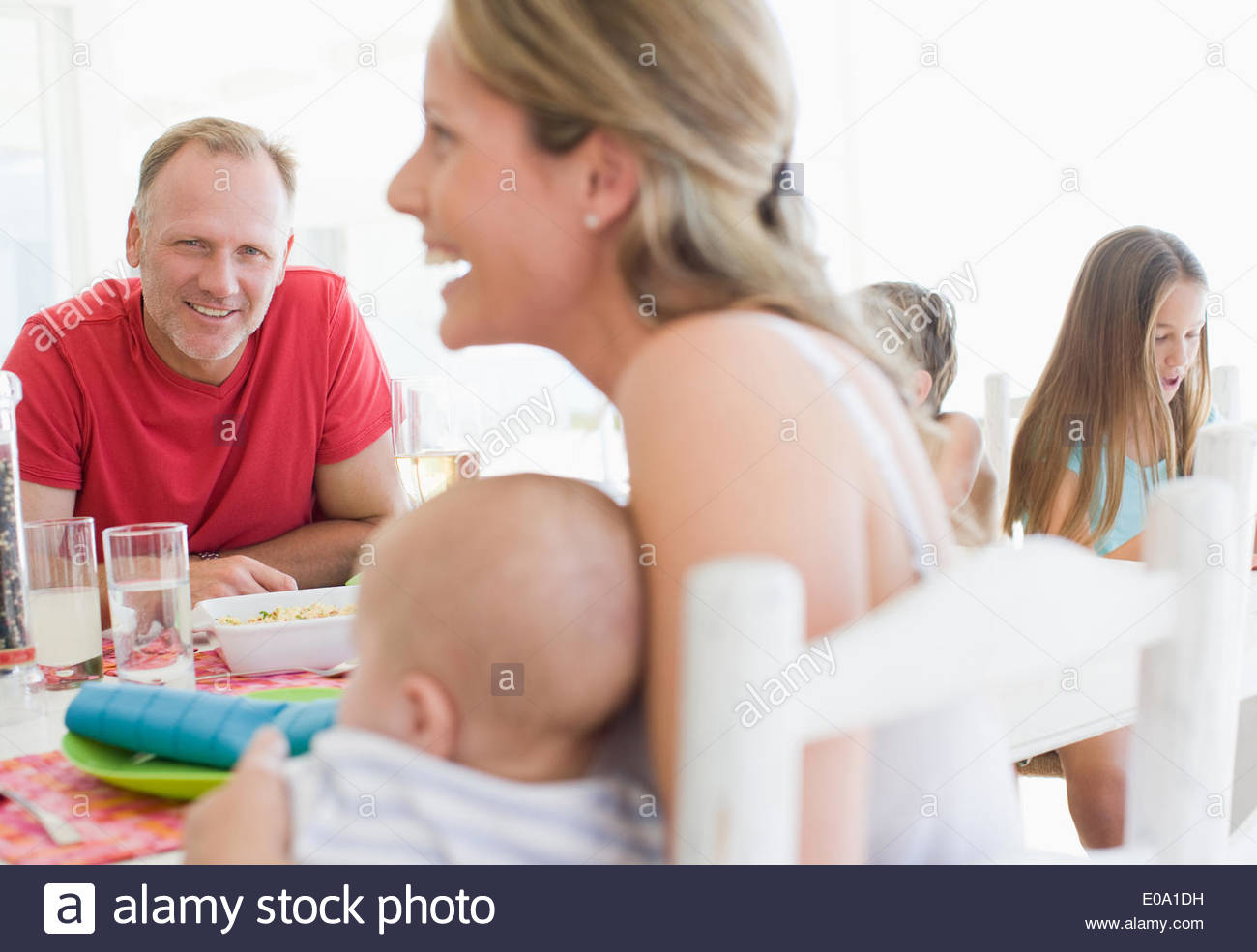 Family eating lunch together - Stock Image