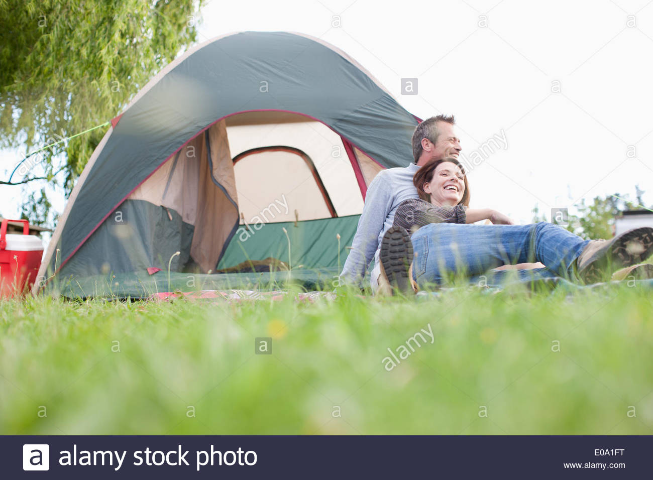 Couple camping in remote area - Stock Image