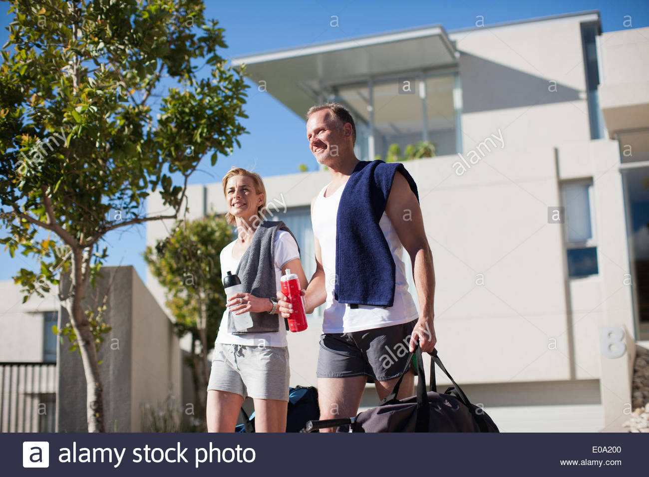 Mature couple in workout clothes - Stock Image