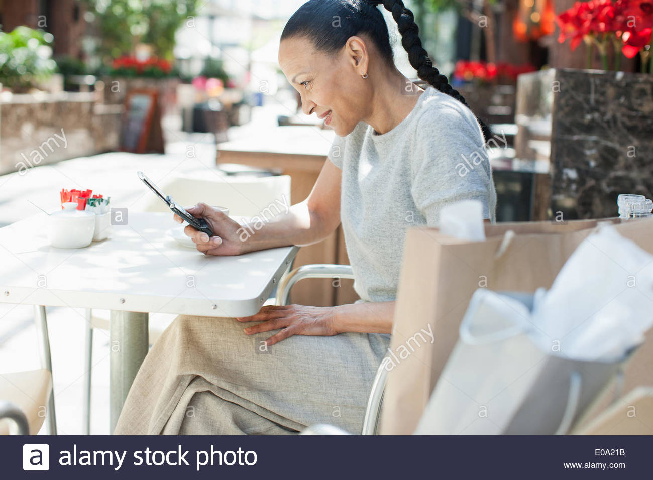 Woman text messaging at cafe - Stock Image