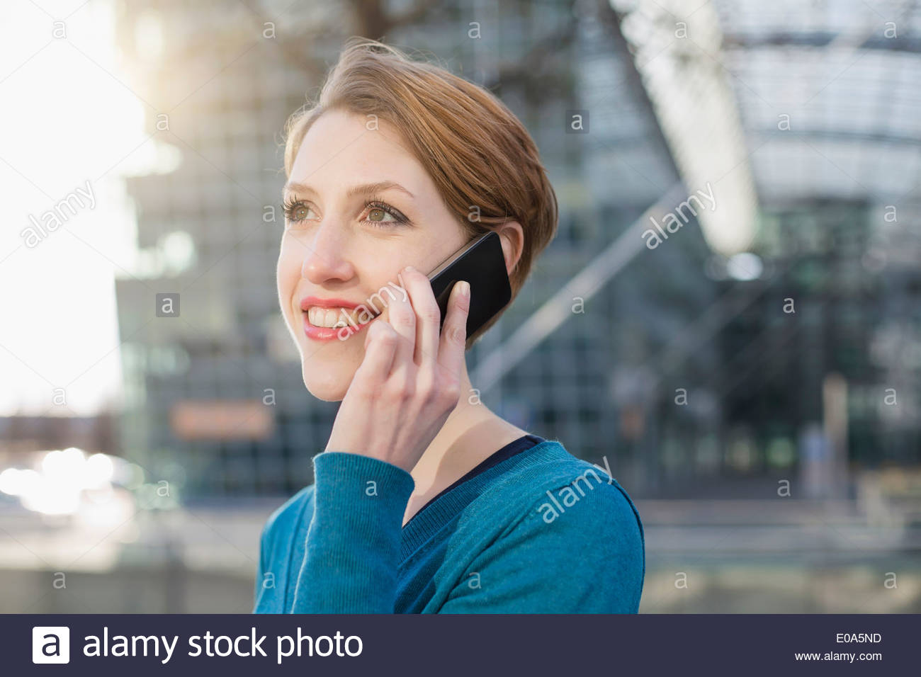 Young woman using cellular phone - Stock Image