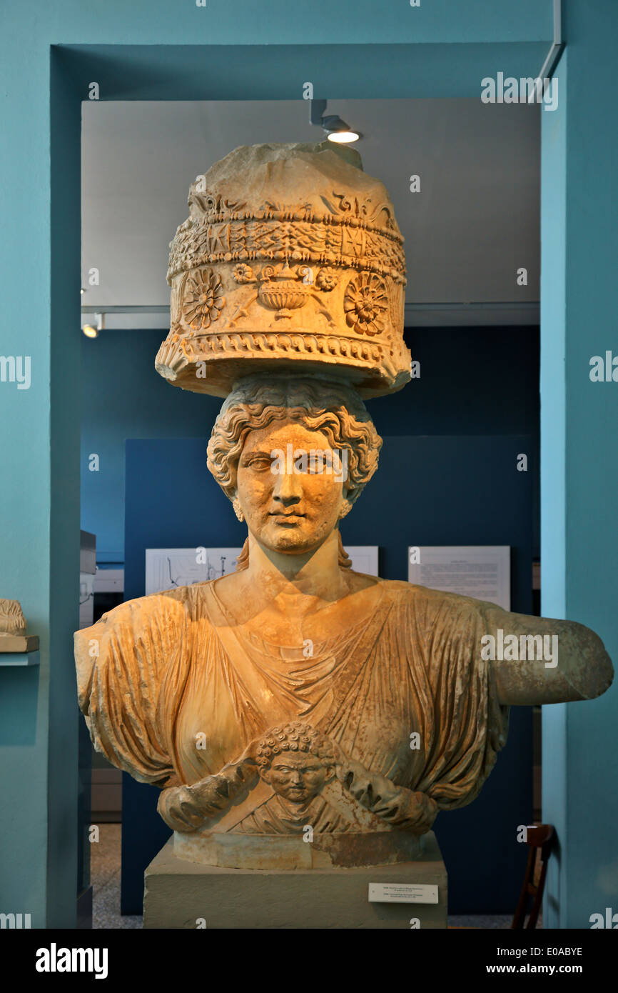 A Caryatid (replica) at the archaeological museum of Elefsis ('Elefsina'), Attica, Greece. - Stock Image