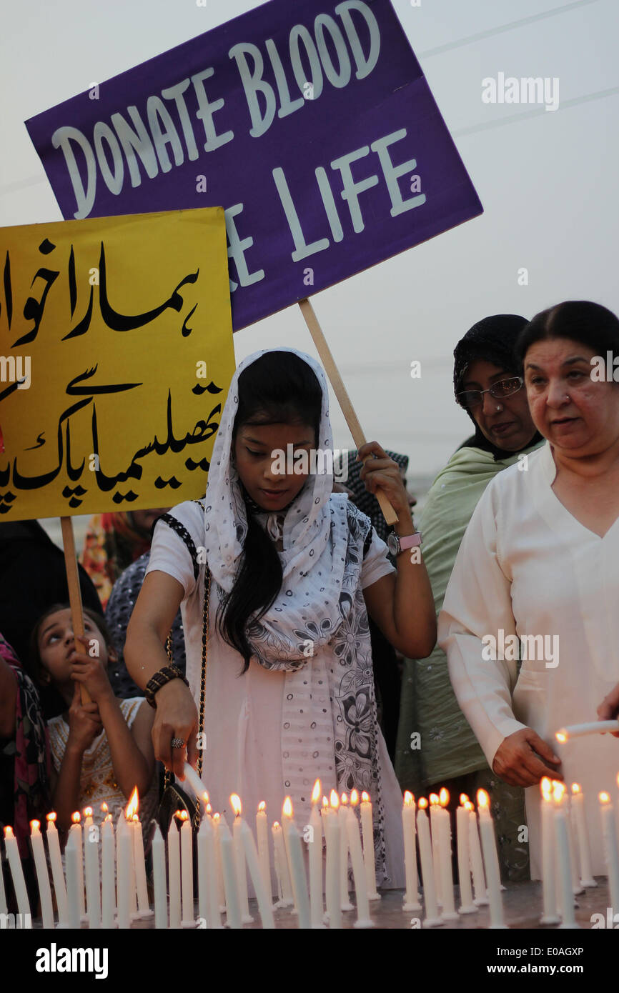 LAHORE, PAKISTAN, MAY 07: Pakistani workers of Political party pakistan tehreek-e- Insaf(PTI )and Thalassemia affected Stock Photo