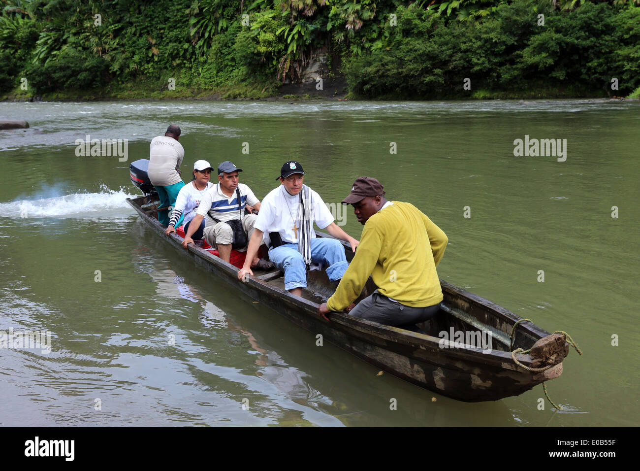 People in a dugout canoe on river Rio Baudo, Choco province, Columbia, Latin America - Stock Image