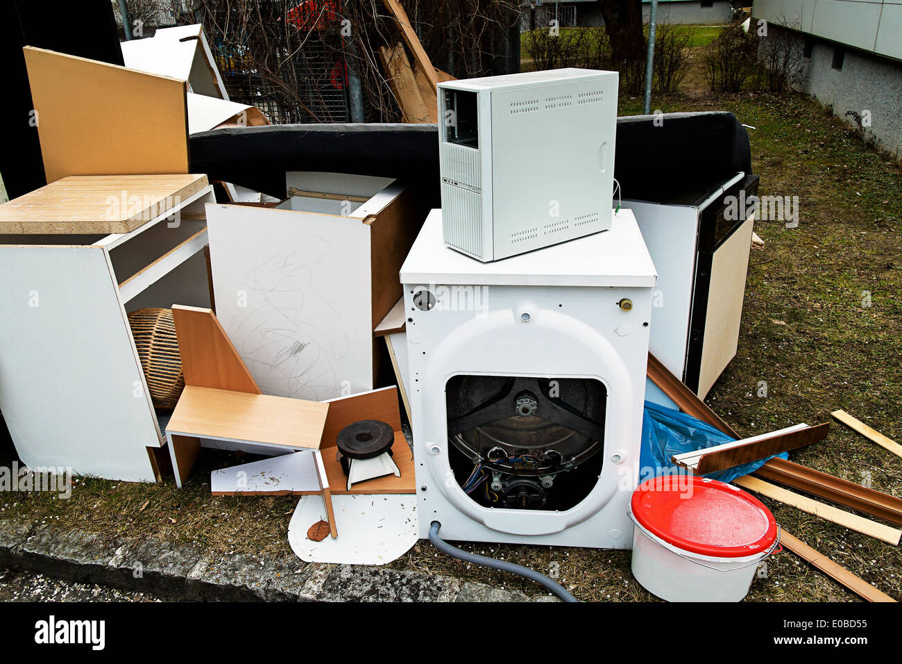 Pieces of furniture and electrical appliances wait for the evacuation by the bulky refuse., Moebel und Elektrogeraete Stock Photo