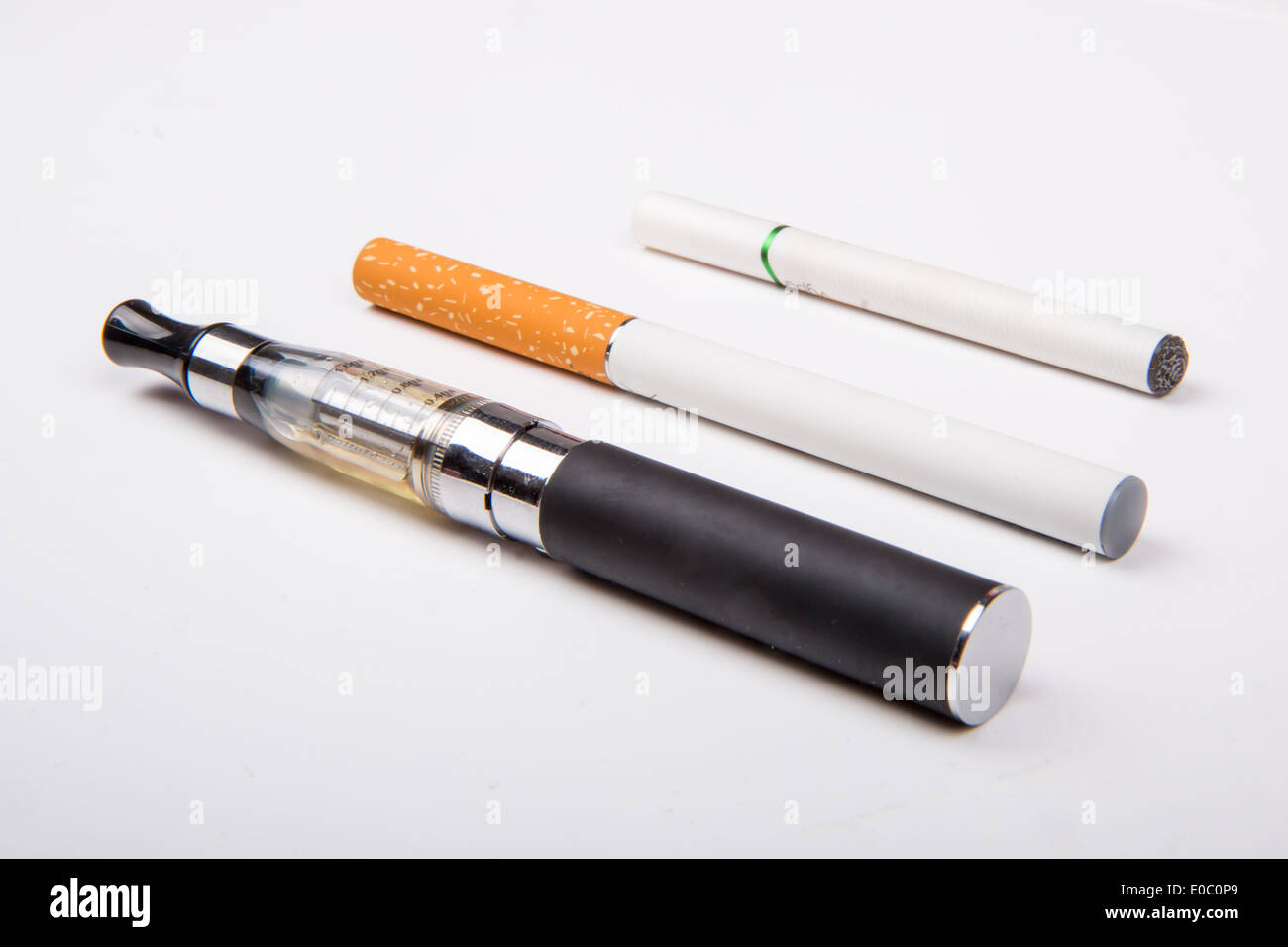 Various types of e-cigarettes: vaporiser, rechargeable, disposable - Stock Image
