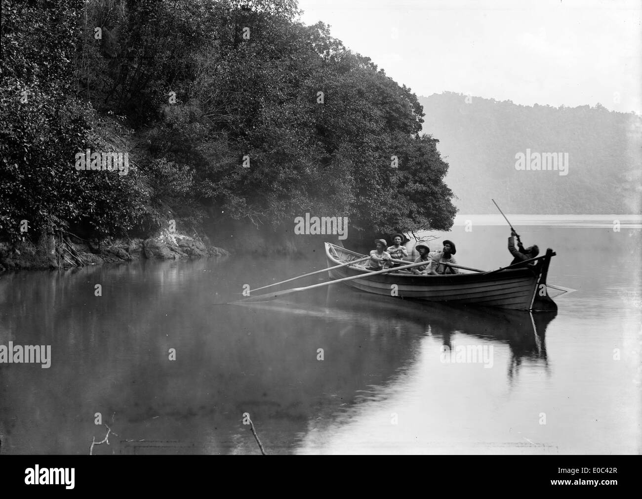 Shooting party at Shag Cove, Pelorus Sound, 1906 - Stock Image