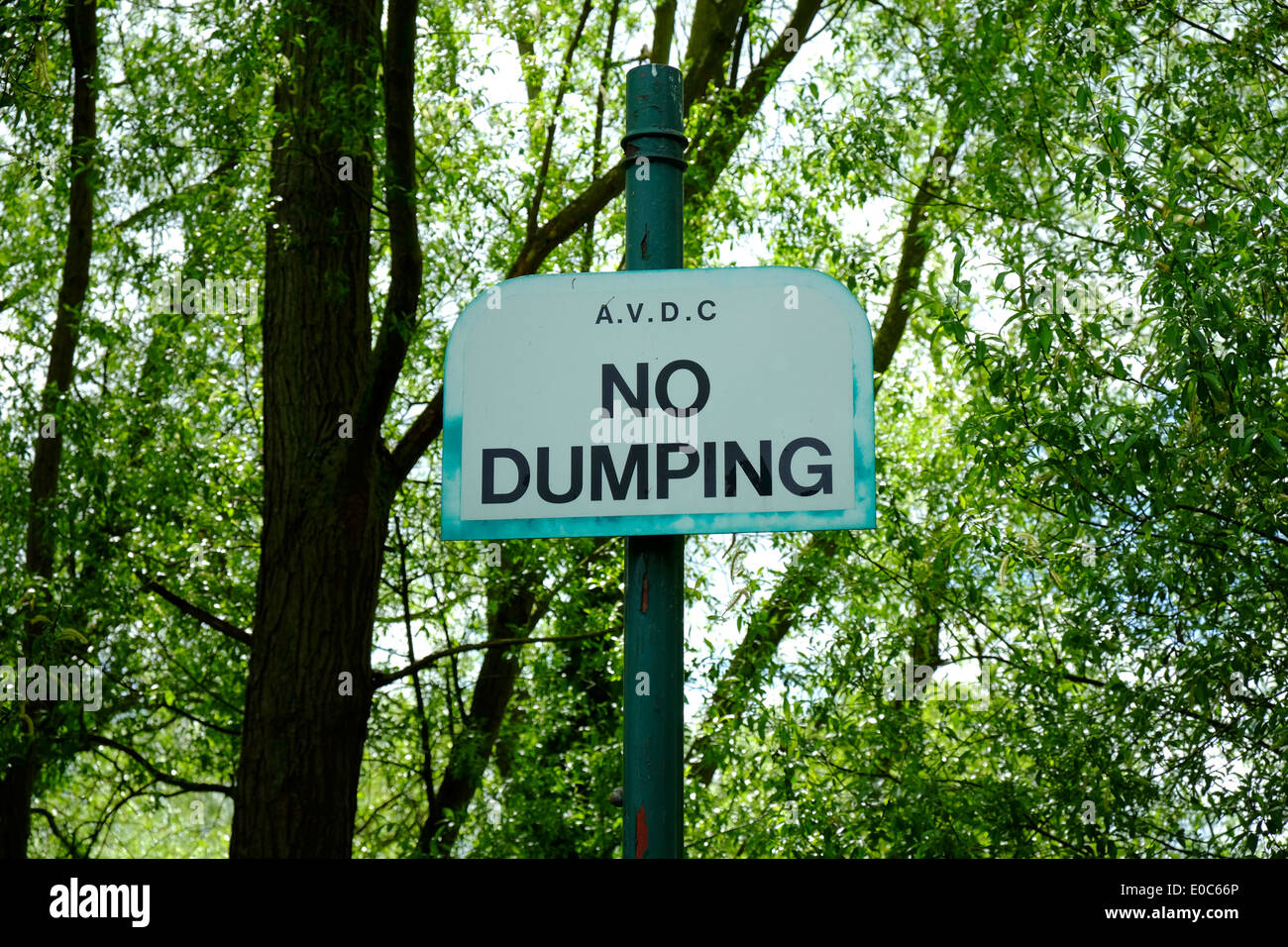 NO Dumping Sign in a park in Aylesbury - Stock Image