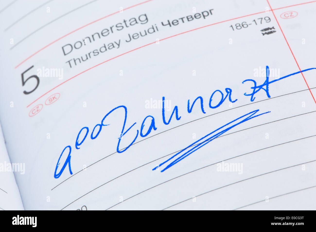 An appointment is put down in a calendar: Dentist, Ein Termin ist in einem Kalender eingetragen: Zahnarzt Stock Photo