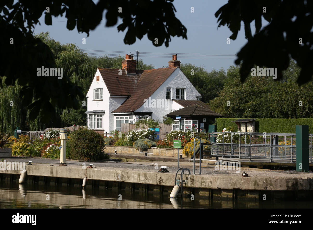 Lock keepers cottage, Sandford Lock, River Thames, Oxfordshire - Stock Image