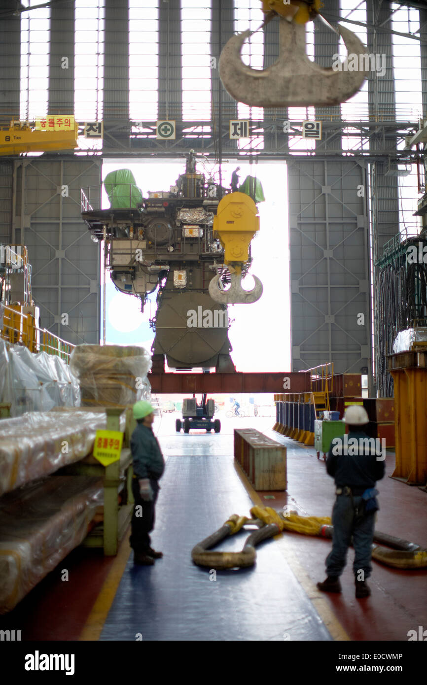 MAN two-stroke engine in the production hall before transport, modular production at the worlds largest shipyard, Hyundai Heavy - Stock Image