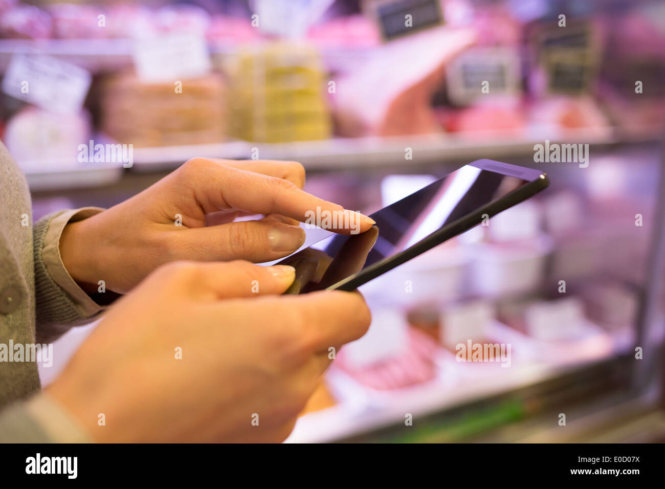 Female cell phone store sms message - Stock Image