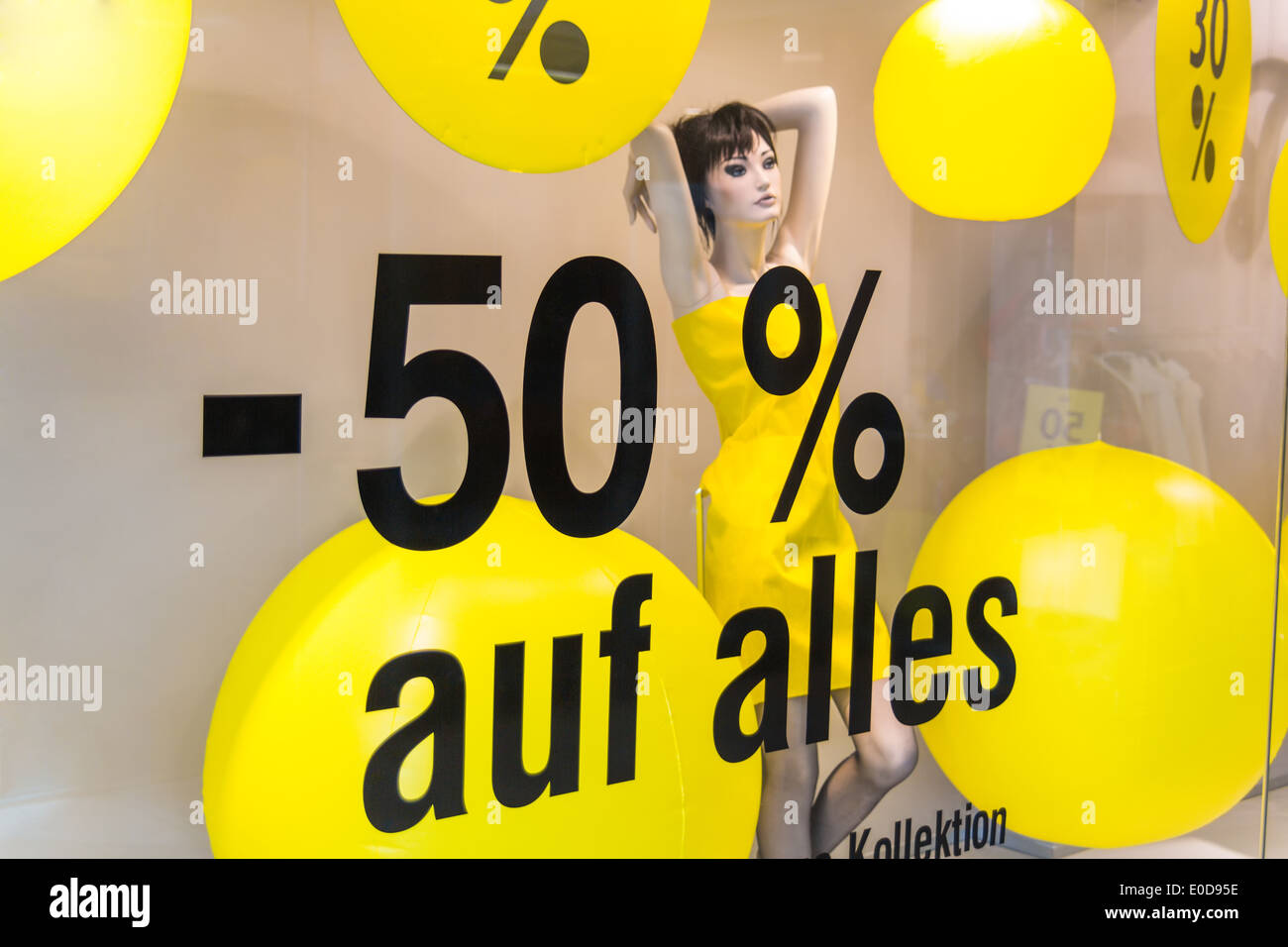 Retail trade, price reduction in percent, symbolic photo for cheap prices, Marketung and competition, Einzelhandel, Preissenkung - Stock Image