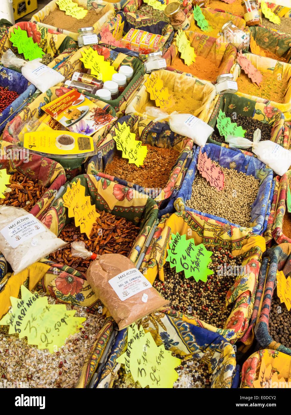 Variety in spices at the market. Fresh spices refine every food., Vielfalt an Gewuerzen auf dem Markt. Frische Gewuerze verfeine - Stock Image