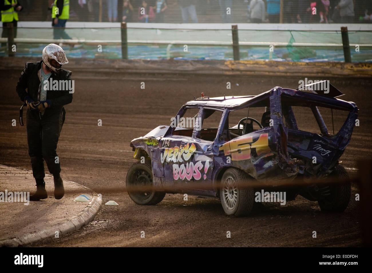 banger racing race races demolition derby derbies destruction old car cars smashed smash up smashing volvo estate driver drivers - Stock Image