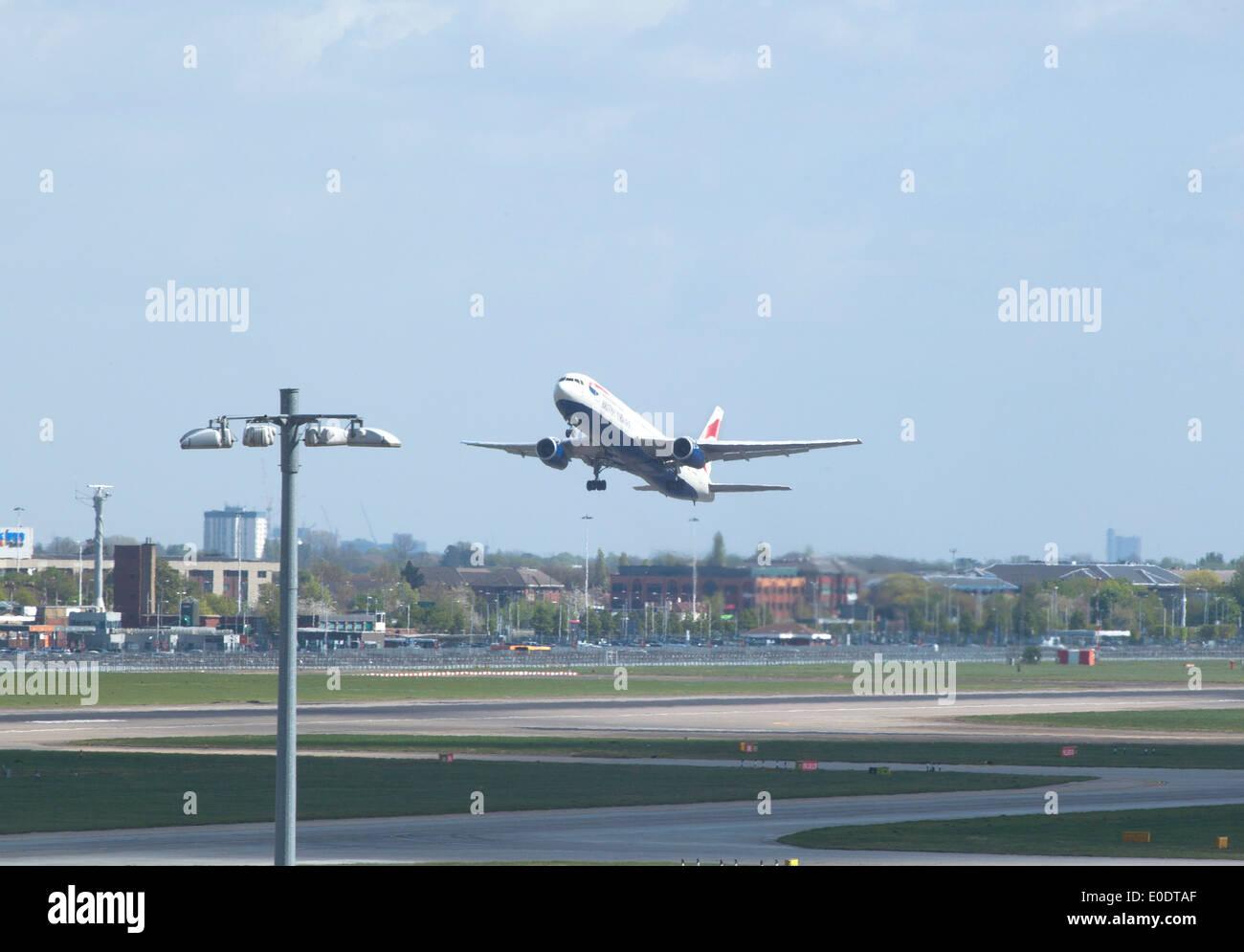 British Airways Boeing 757 takes off at Heathrow Airport runway - Stock Image