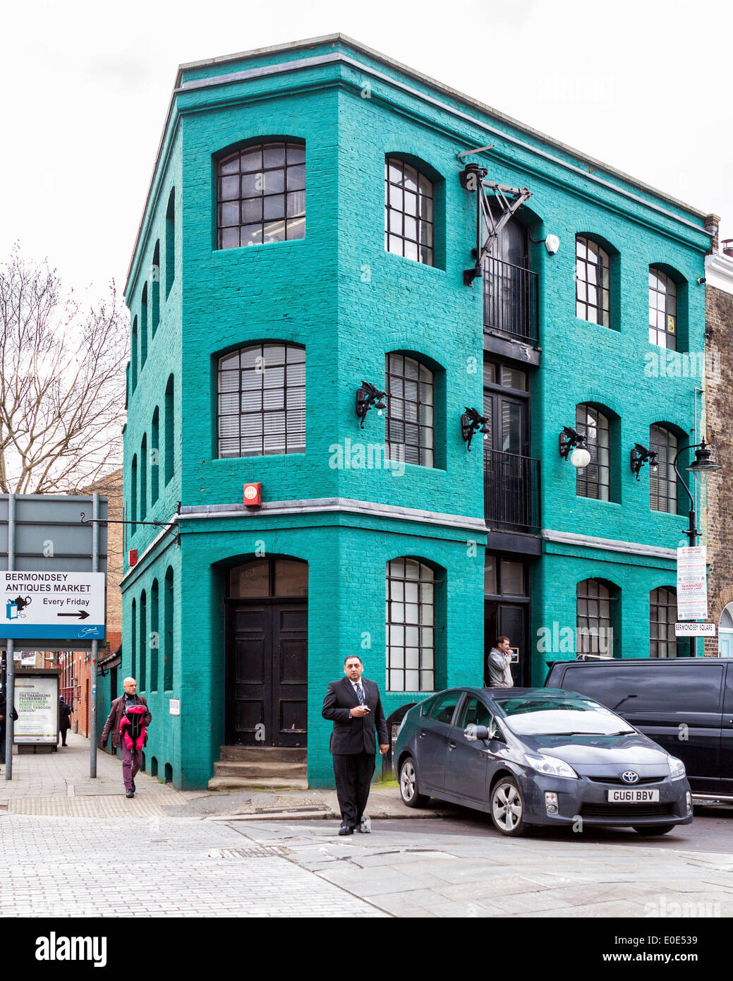 Urban living - Typical building converted to modern flats  in Bermonsey square, London, SE1 - Stock Image