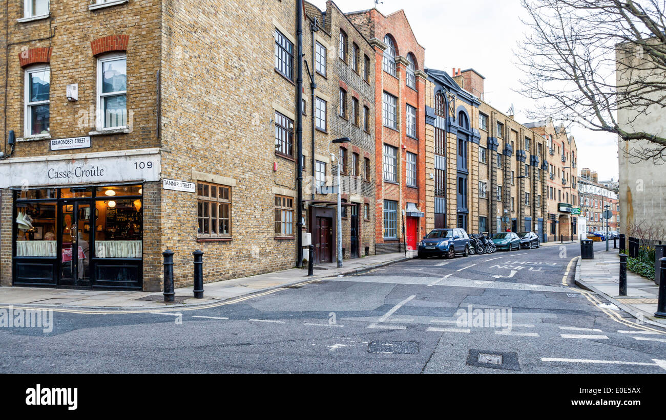 Bermondsey, Tanner Street, Architectures and old brick warehouse buildings - London SE1 - Stock Image