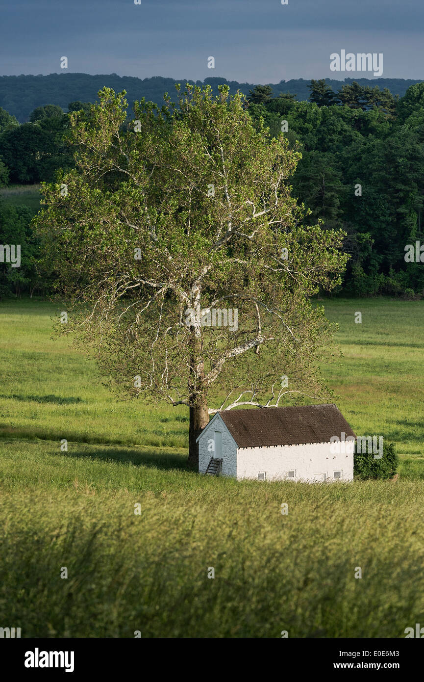 Rural spring house in lush pastoral landscape, Chester County, Pennsylvania, USA - Stock Image
