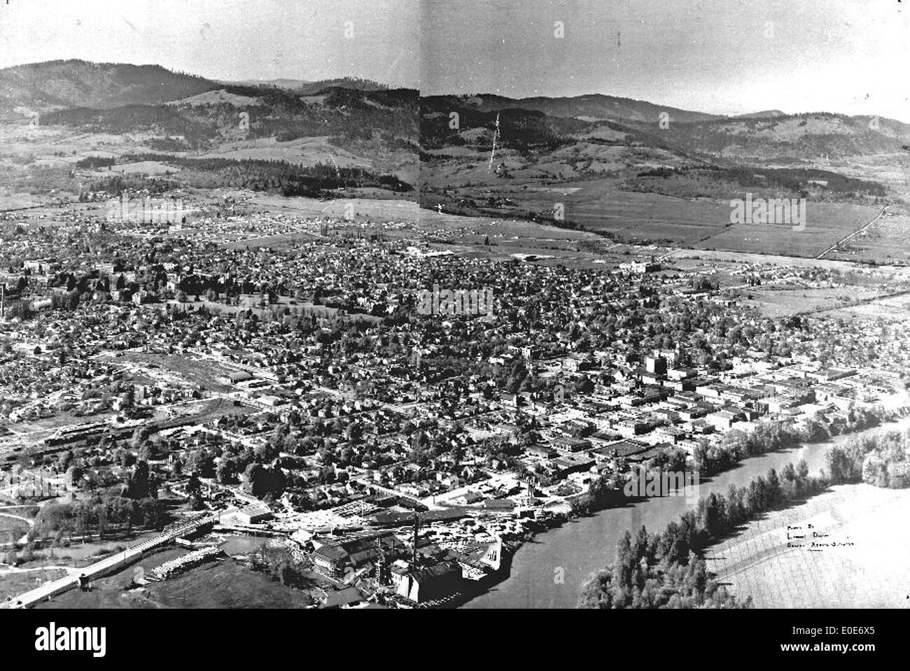 Aerial view of Corvallis with hop fields on east bank of Willamette - Stock Image