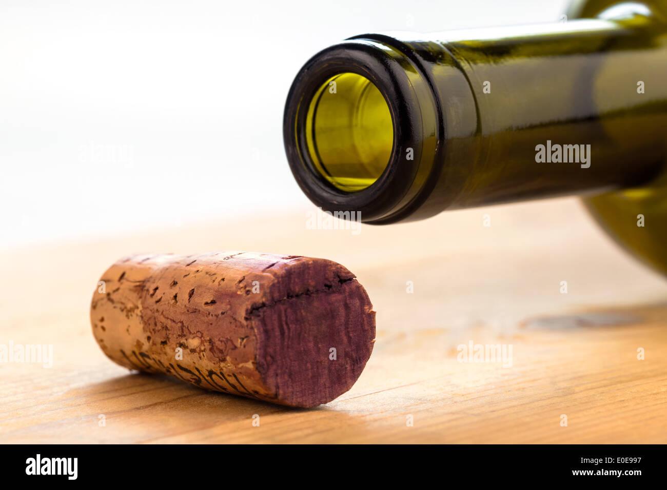 The cork of a bottle of red wine. Bottle and cork, Der Korken einer Flasche Rotwein. Flasche und Korken - Stock Image