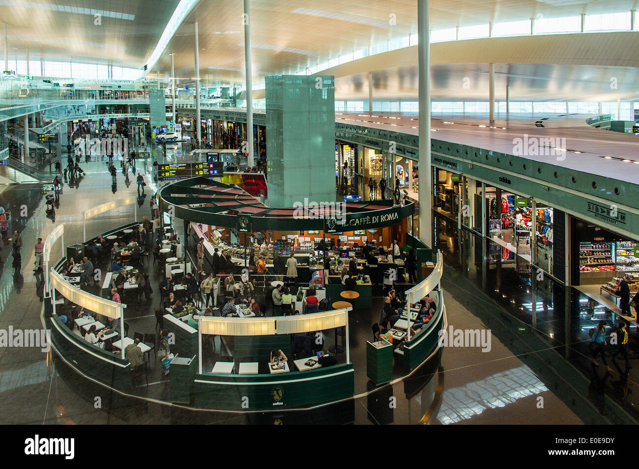 Busy shops at the airport, Barcelona , Spain - Stock Image