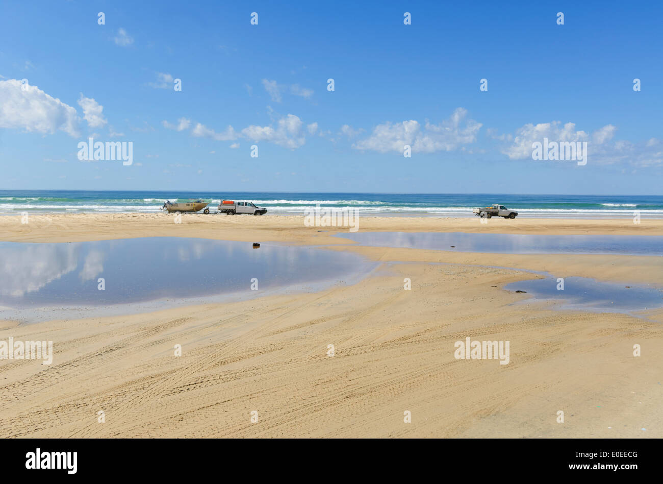 4 Wheel Drive Sand Driving on the Beach, Eurong, Fraser Island, Queensland, QLD,  Australia - Stock Image