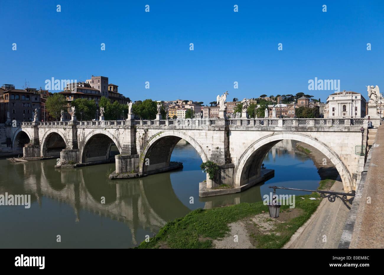 Engelsbrücke, Rom, Italien - Bridge of Angels, Rome, Italy Stock Photo