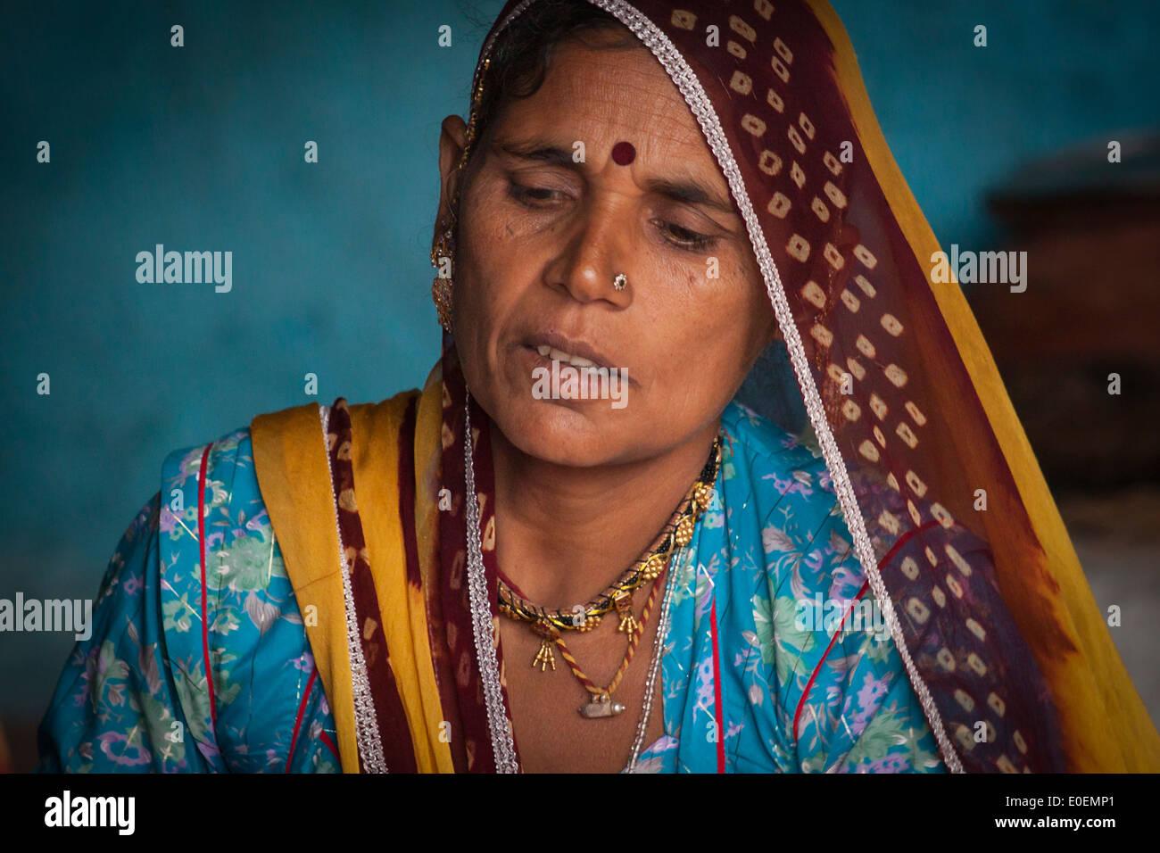 India, Rajasthan, Brahman village, woman in traditional dress - Stock Image