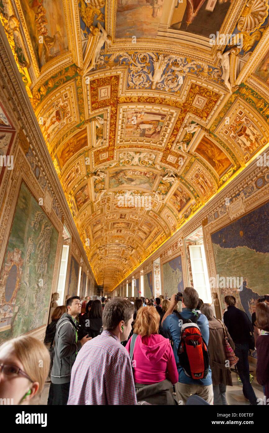 Vatican Museum Crowd Stock Photos Vatican Museum Crowd Stock